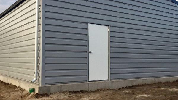 H900-storage-building-extra-man-door-exterior
